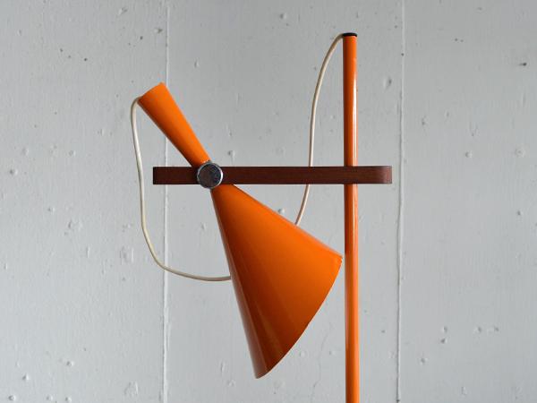 orangestand002.0