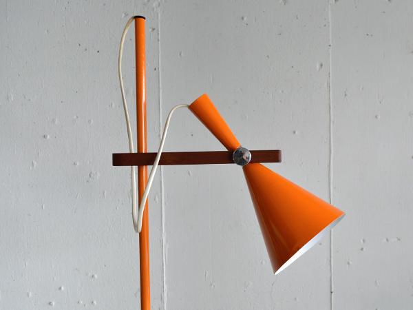 orangestand003