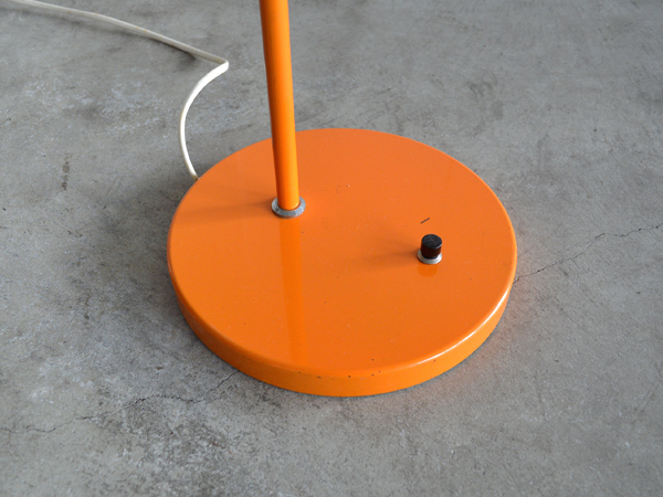 orangestand005
